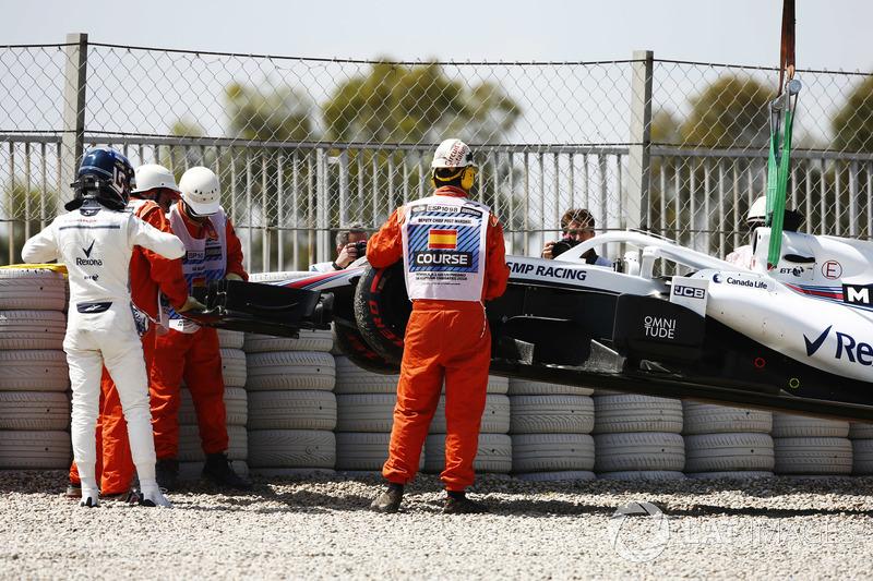 Lance Stroll, Williams Racing, mengamati mobilnya