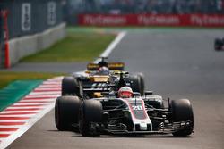 Kevin Magnussen, Haas F1 Team VF-17, Nico Hulkenberg, Renault Sport F1 Team RS17