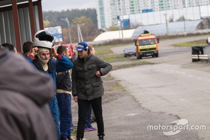 Піт-лейн: Руслан Сєров перед зміною пілотів