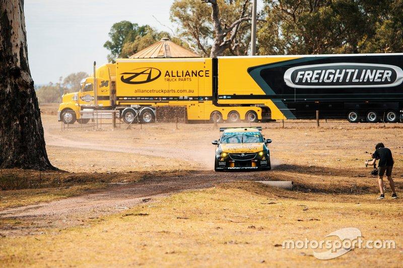 Автомобиль Holden ZB Commodore команды Brad Jones Racing