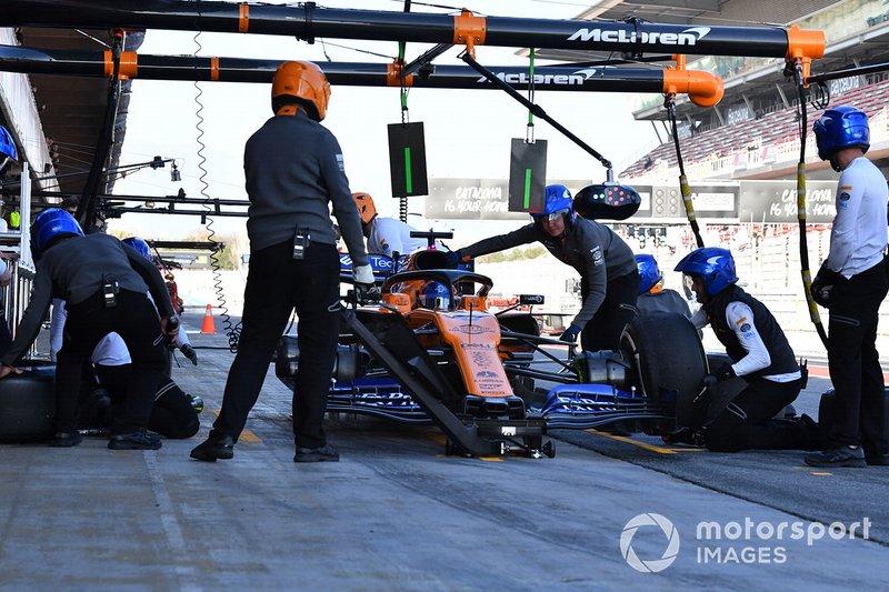 Carlos Sainz Jr., McLaren MCL34 au stand