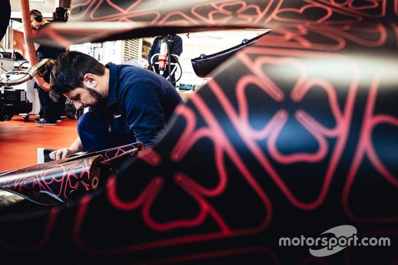 Alfa Romeo Racing team member at work