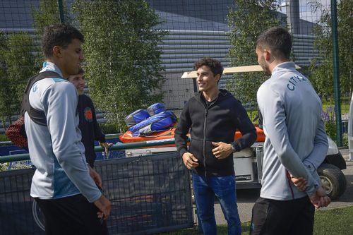 Los Márquez visitan al Manchester City