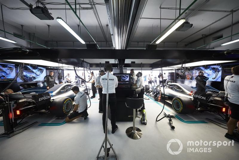 Valtteri Bottas, Mercedes AMG F1 W09, y Lewis Hamilton, Mercedes AMG F1 W09