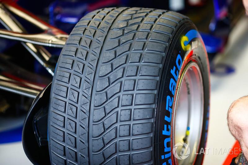 Tyre of Pierre Gasly, Toro Rosso STR13
