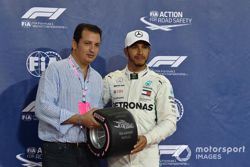 Льюіс Хемілтон,, Mercedes AMG F1 отримує нагороду Pirelli Pole Position Award