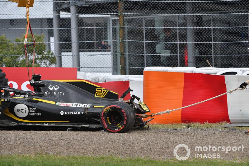 Евакуація розбитої машини Ніко Хюлькенберга, Renault Sport F1 Team R.S. 18
