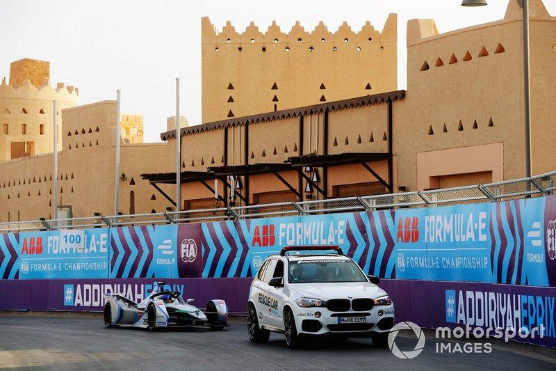 Felipe Massa, Venturi Formula E, Venturi VFE05, vuelve a los boxes a través de una grúa