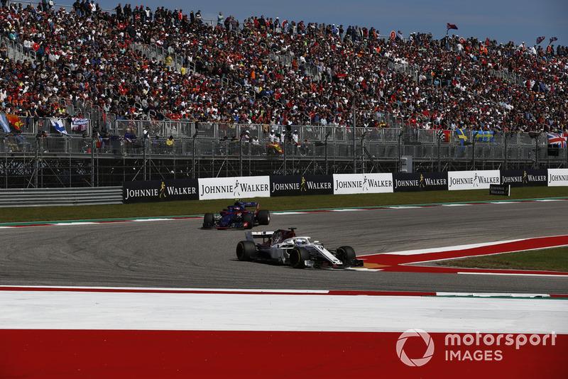 Marcus Ericsson, Sauber C37 e Pierre Gasly, Scuderia Toro Rosso STR13