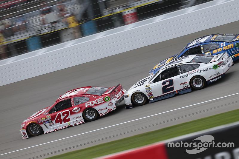 Kyle Larson, Chip Ganassi Racing Chevrolet, Brad Keselowski, Team Penske Ford
