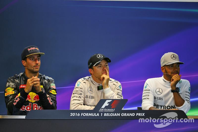 Yarış sonrası FIA Basın Toplantısı: Daniel Ricciardo, Red Bull Racing, 2.; Nico Rosberg, Mercedes AMG F1, 1.; Lewis Hamilton, Mercedes AMG F1, 3.
