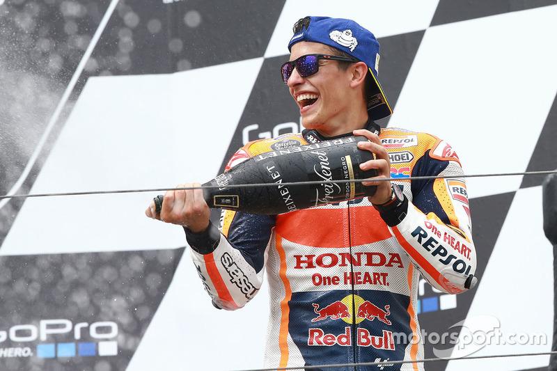 Podium: 1. Marc Marquez, Repsol Honda Team, feiert mit Champagner