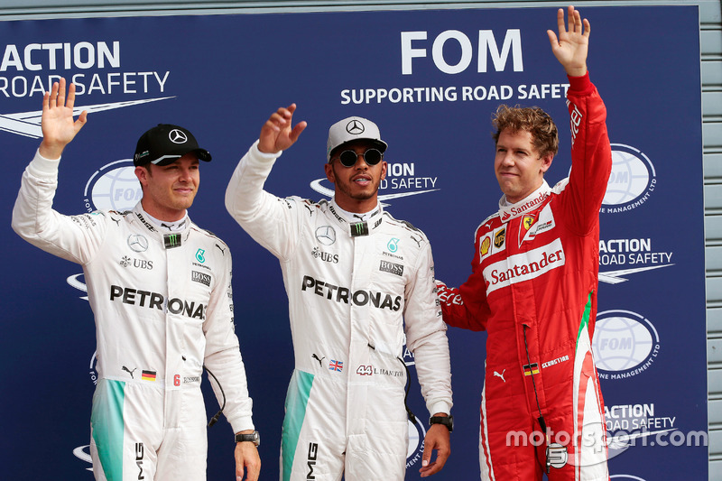 Sıralamalar ilk üç, parc ferme: 2. Nico Rosberg, Mercedes AMG F1; Pole  Lewis Hamilton, Mercedes AMG F1; 3. Sebastian Vettel, Ferrari