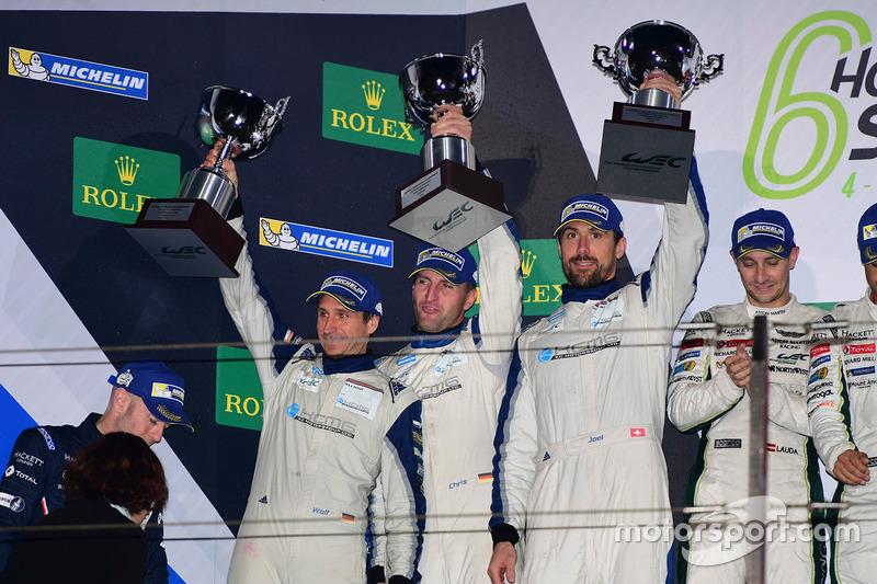 المنصة: المركز الثاني رقم 78 كاي سي إم جي بورشه 911 آرإس آر: كريستيان ريد، وولف هينزلر، جويل كاماثياس