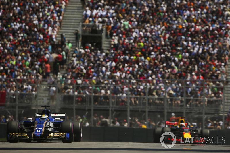 Маркус Эрикссон, Sauber C36, и Макс Ферстаппен, Red Bull Racing RB13
