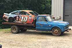 Das Auto von Danica Patrick im Earnhardt Jr.'s Rennauto Graveyard