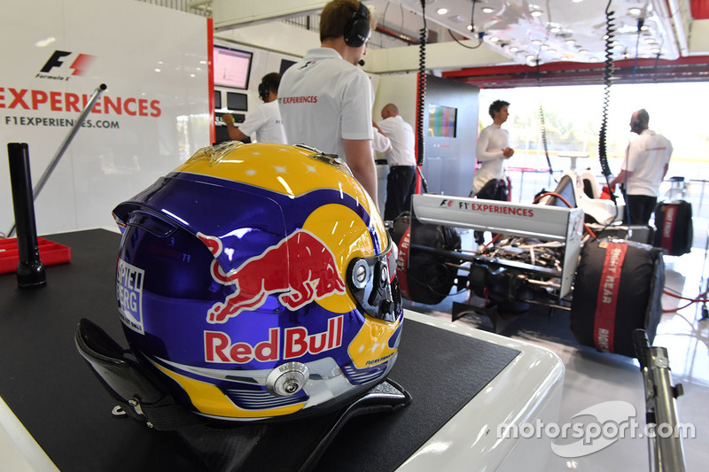 Патрик Фризахер, пилот двухместного автомобиля F1 Experiences