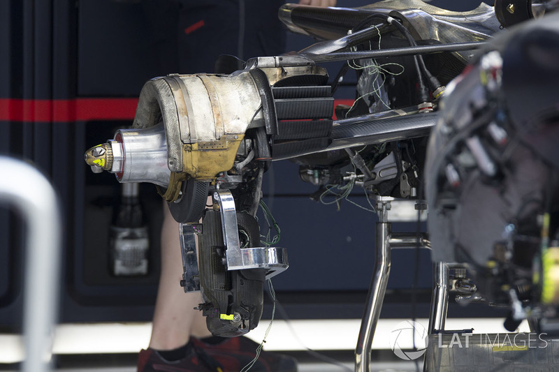 Red Bull Racing RB13 detalle del eje de rueda trasera