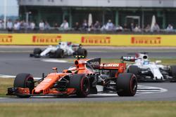 Stoffel Vandoorne, McLaren MCL32, Felipe Massa, Williams FW40 e Lance Stroll, Williams FW40