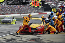 Joey Logano, Team Penske Ford, pit stop