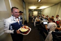 Temporada 2017 F1-chinese-gp-2017-paddy-lowe-williams-formula-1-celebrates-his-birthday-with-cake-and-his