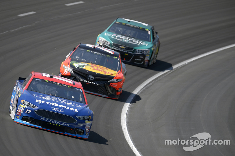 Ricky Stenhouse Jr., Roush Fenway Racing, Ford; Martin Truex Jr., Furniture Row Racing, Toyota