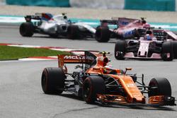 Stoffel Vandoorne, McLaren MCL32, Sergio Perez, Sahara Force India F1 VJM10, Esteban Ocon, Sahara Force India F1 VJM10, Lance Stroll, Williams FW40