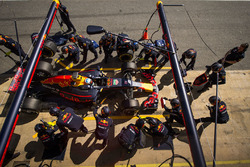 Daniel Ricciardo, Red Bull Racing RB13 practices a pit stop
