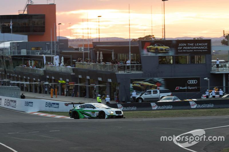 #17 Bentley Team M-Sport, Bentley Continential GT3: Andy Soucek, Maxime Soulet, Vincent Abril