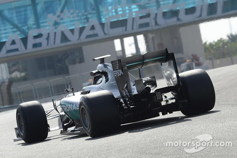 Pascal Wehrlein, Mercedes AMG F1 probando las Pirelli 2017