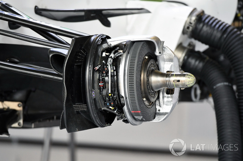 Передні гальма та кріплення колеса Williams FW40