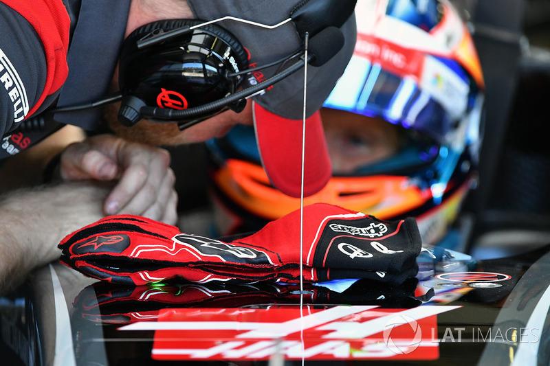 Ромен Грожан, Haas F1, рукавиці Alpinestars