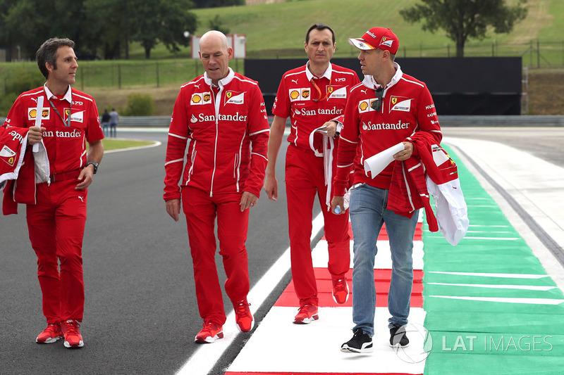 Себастьян Феттель, Ferrari, головний інженер Ferrari Джок Кліа, гоночний інженер Ferrari Рікардо Адамі