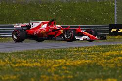 Sebastian Vettel, Ferrari SF70H, spinden geri dönüyor