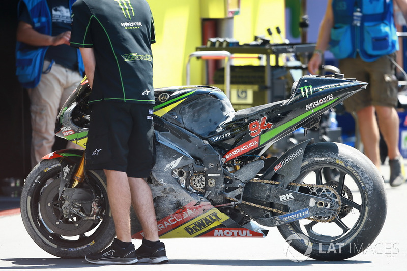 Bike von Jonas Folger, Monster Yamaha Tech 3, nach Crash