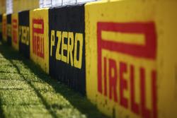 Надписи Pirelli