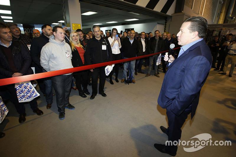 Zak Brown, presidente de Motorsport Network inaugura el Autosport International show 2017