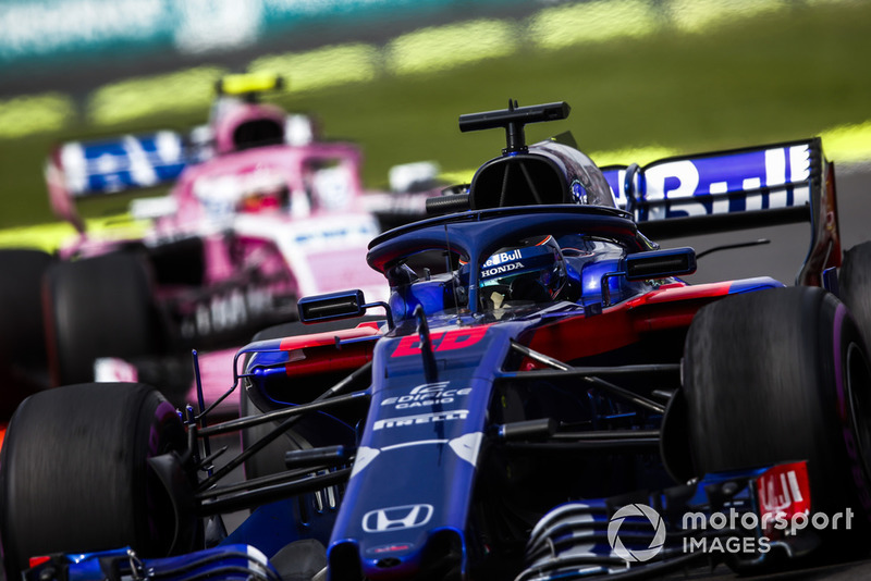Brendon Hartley, Toro Rosso STR13, devant Esteban Ocon, Racing Point Force India VJM11