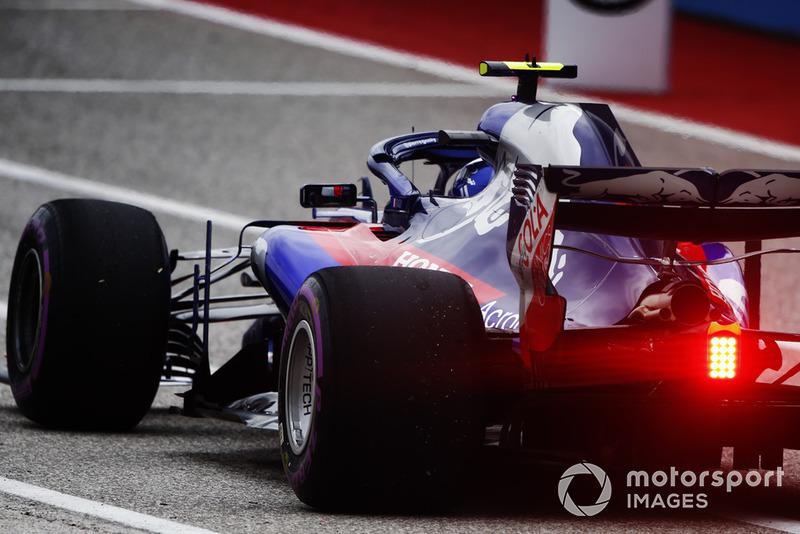 Pierre Gasly, Scuderia Toro Rosso STR13, lascia i box