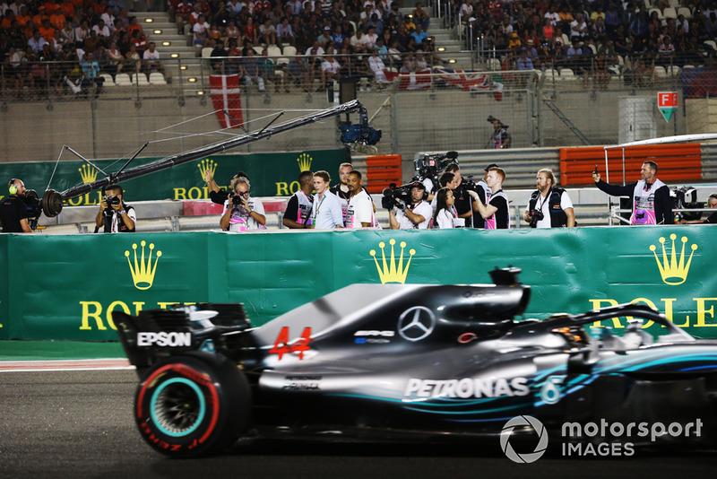Will Smith y Lewis Hamilton, Mercedes AMG F1 W09 EQ Power+