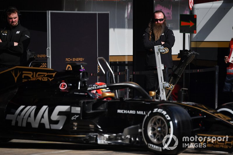 Rich Energy founder William Storey watches Kevin Magnussen, Haas F1 Team VF-19