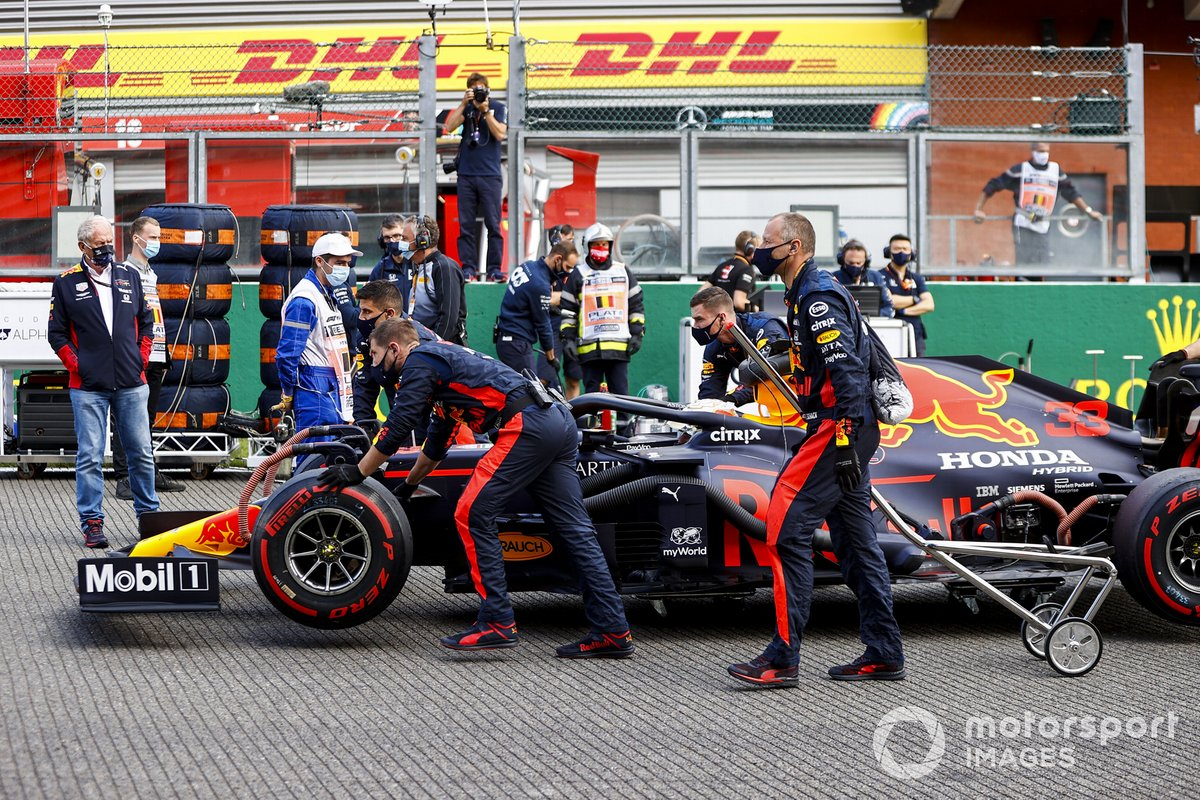 Max Verstappen, Red Bull Racing RB16, arrives on the grid