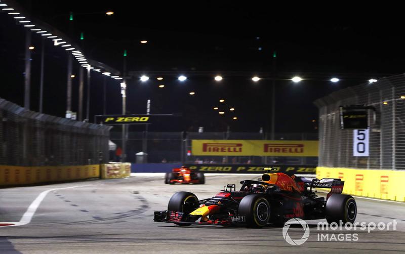 Max Verstappen, Red Bull Racing RB14, Sebastian Vettel, Ferrari SF71H