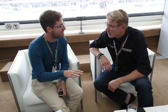 Mika Häkkinen with Stefan Ehlen, Motorsport.com Journalist