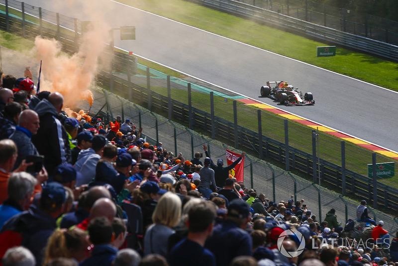 Max Verstappen, Red Bull Racing RB14, y aficionados holandeses