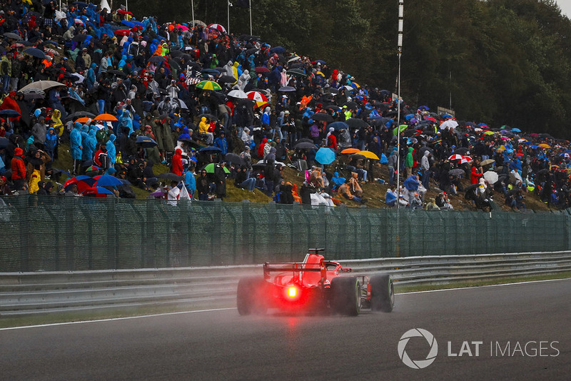 2: Sebastian Vettel, Ferrari SF71H, 1'58.905