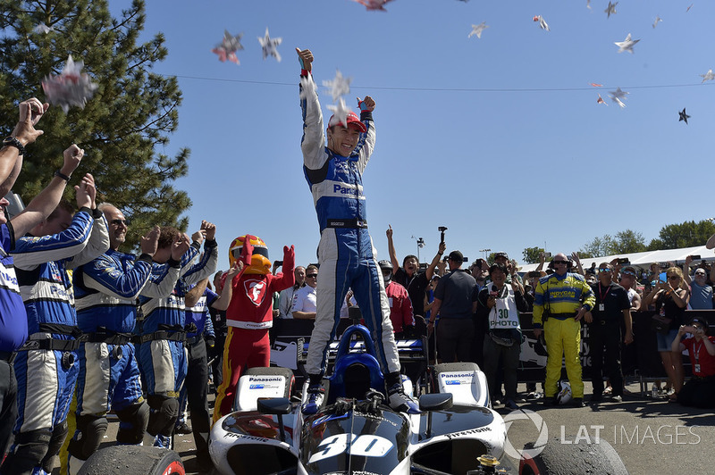 Takuma Sato, Rahal Letterman Lanigan Racing Honda, finis pertama