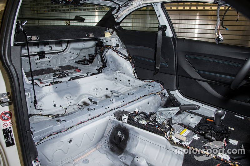 Машина безопасности MotoGP BMW M2