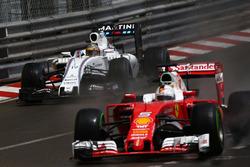 Фелипе Масса, Williams Martini Racing FW38 и Себастьян Феттель, Scuderia Ferrari SF16-H