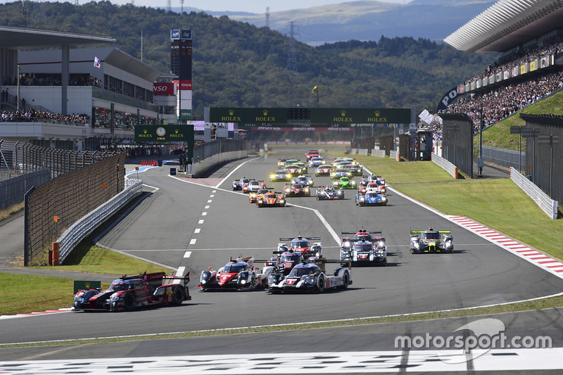 Start: #8 Audi Sport Team Joest Audi R18 e-tron quattro: Lucas di Grassi, Loic Duval, Oliver Jarvis leads